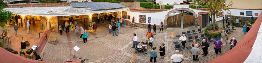 The concerts and events at La Cochera Cultural take place in this courtyard.